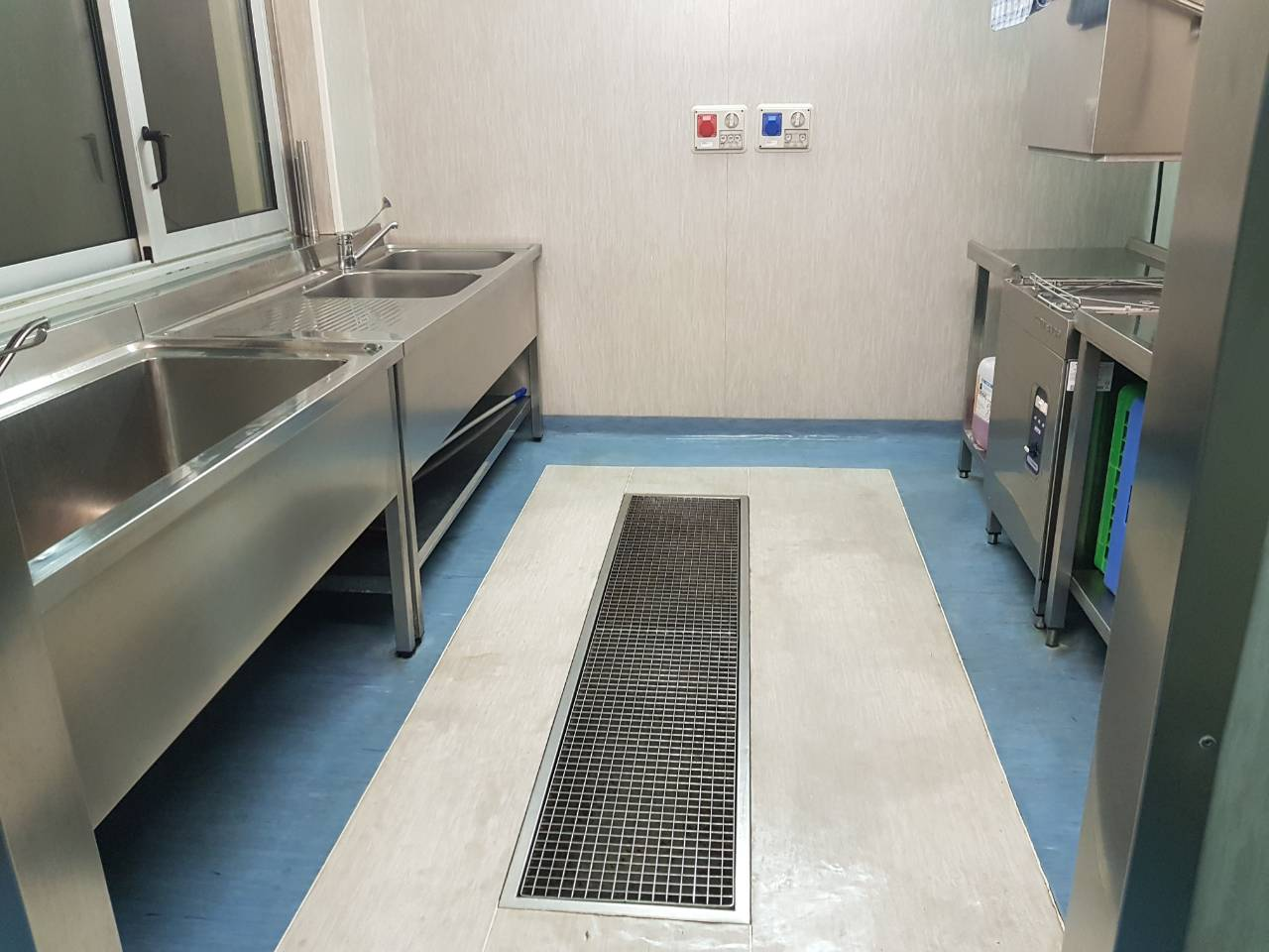 Pulizia cucina ristorante in monza impresa di pulizie tutto brilla - Pulizia cucina ristorante ...